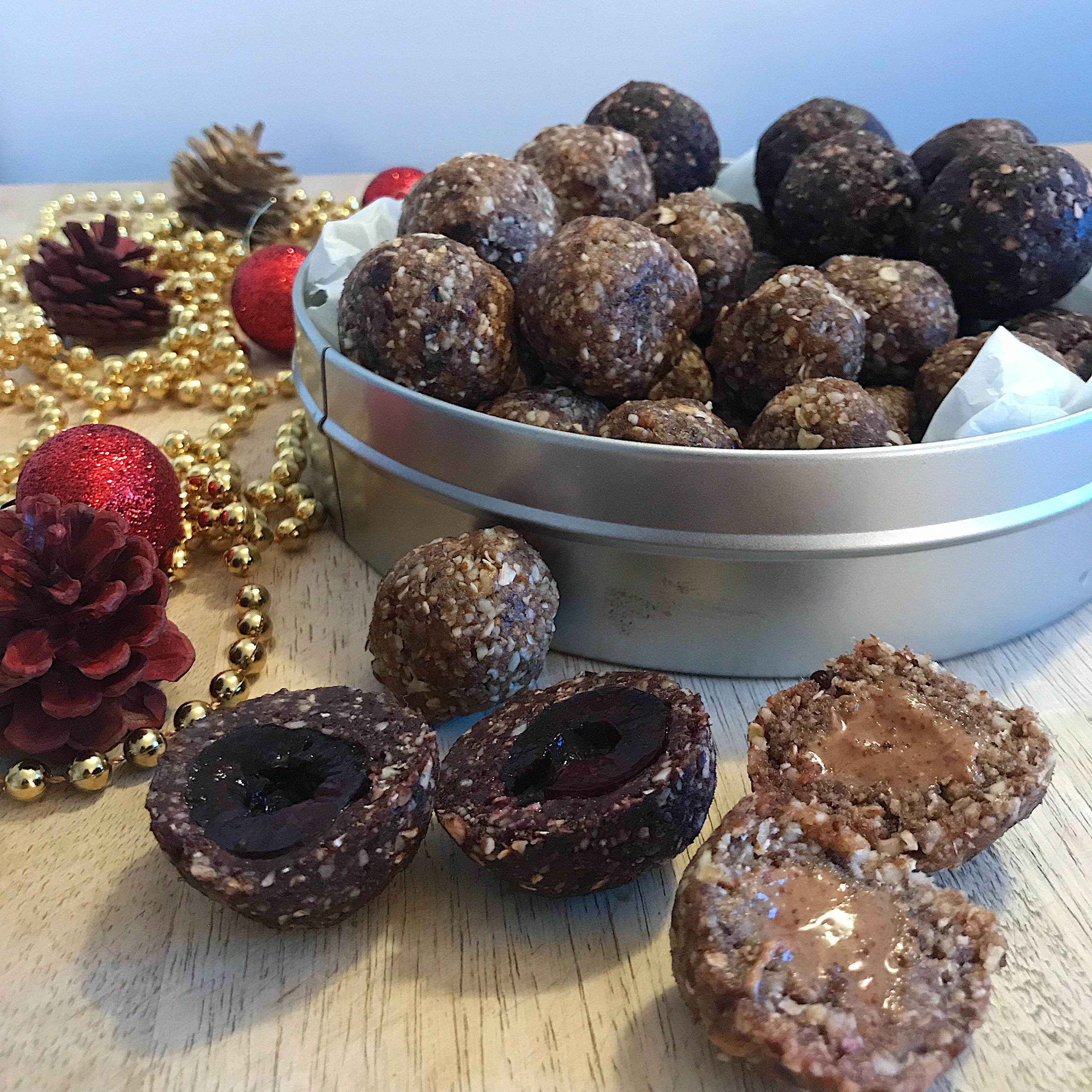 Trio de truffes aux noix et aux dattes